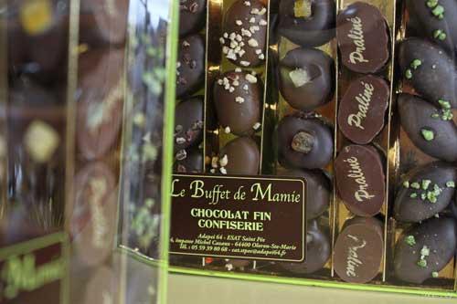Une boite de chocolats de Noël de l'ESAT St Pée, Le Buffet de Mamie